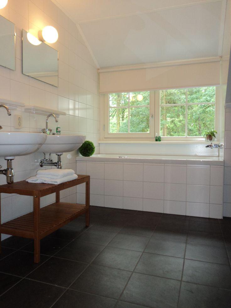 Aarden Badkamer Verplicht ~ ruime badkamers met standaard 2 wastafels, 1 badkamer met bubbelbad