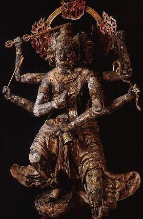 東寺金剛夜叉明王像:元々は人を襲っては喰らう恐るべき夜叉であったが、後に大日如来の威徳によって善に目覚め、仏教の守護神となった。一切の悪衆生(自力のはからい、つまり執着心)と三世の様々な欲望や悪を、手に持つ金剛杵で打ち砕くとされる。