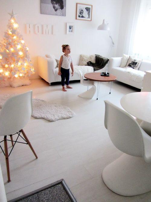 white - xmas - livingroom - eames - chair - verner panton