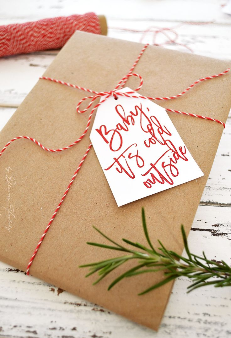 Free printable Christmas gift tags - a simple but beautiful last minute touch you need to add to your Christmas presents this year | by Dreams Factory @bydreamsfactory