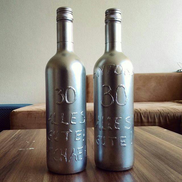 die besten 25 dekorative flaschen ideen nur auf pinterest leere schnapsflaschen dekorierte. Black Bedroom Furniture Sets. Home Design Ideas