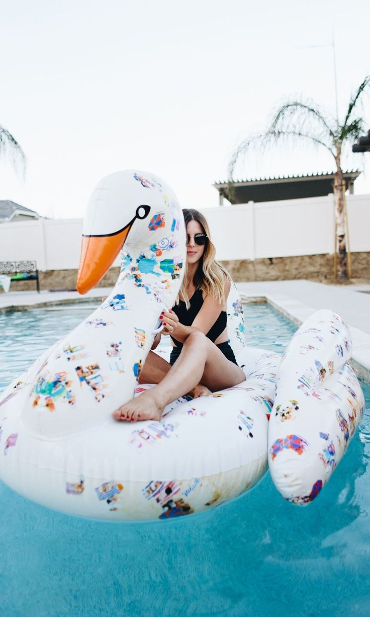 Pool Floats for adults have become a summer essential. This swan pool float is making us dream of summer pool parties...