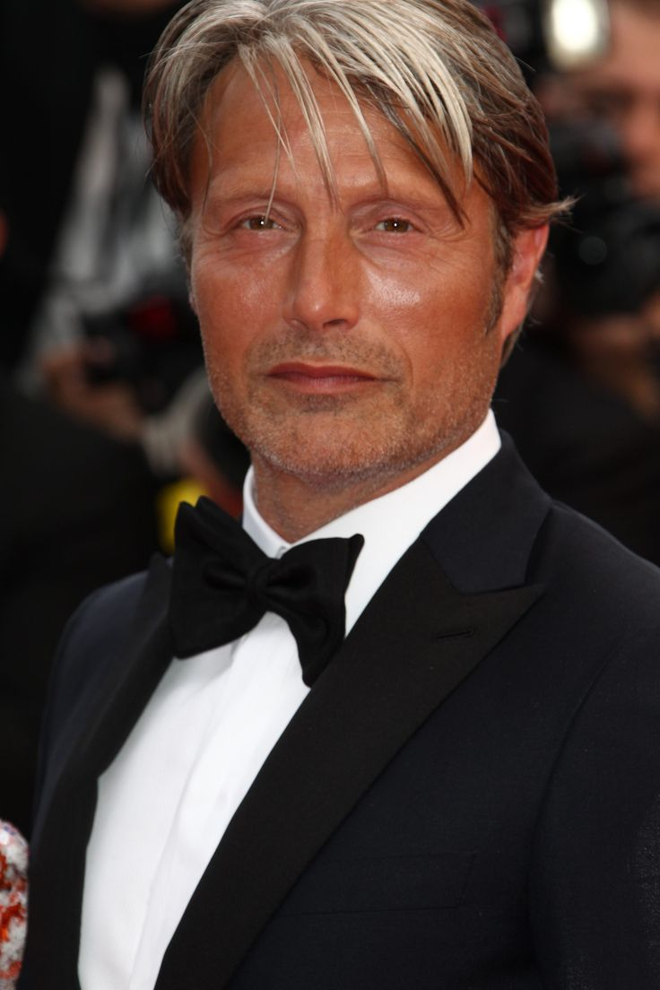 [May 11] The 69th Annual Cannes Film Festival - Opening Ceremony - 055 - Mads Mikkelsen Source