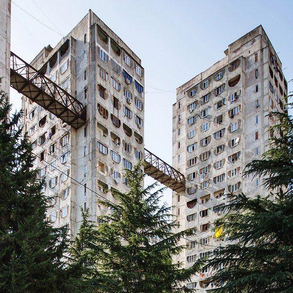 Удивительный жилой комплекс с надземным сообщением из