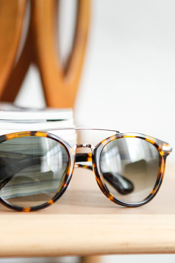 A unique take on a timeless style, the TOMS Harlan round tortoise frames with metallic accents.