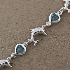 Bransoletka z delfinem i niebieskimi kamieniami.