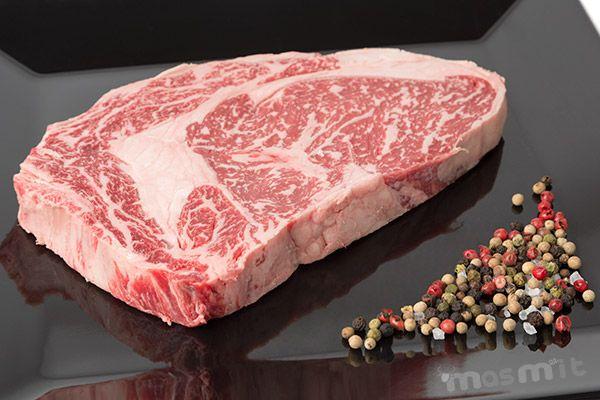 Entrecot de Lomo Alto de Kobe 6+, Buey Wagyu, la que dicen es la mejor carne del mundo.  Ya la tenéis disponible en nuestra tienda. http://masmit.com/carne-de-kobe-buey-wagyu/275-comprar-entrecot-lomo-alto-kobe-300gr.html Tu Carnicería online de calidad y confianza. #Kobe #Wagyu #entrecot #buey
