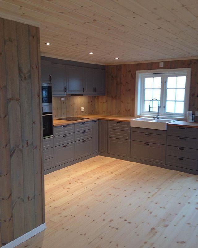 Veldig fornøyd med kjøkkenet #hyttemagasinet #123hytteinspirasjon #bodbyn #bodbyngrå #ikea #hytteinteriør #hytteliv #cabin #cottage #hyttekjøkken #hytte #hytteinspirasjon #hytteroglandsteder