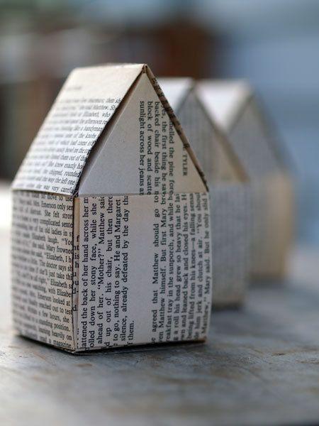 Papier Häuser 3er Pack  Buchseiten recycelt von mischievo auf Etsy, $25.00