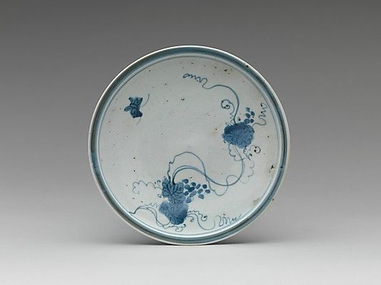 Dish with Grapevine, Japan - Porcelain painted with cobalt blue under transparent glaze (Hizen ware; Imari type) - first half of the 17th century, Edo Period.