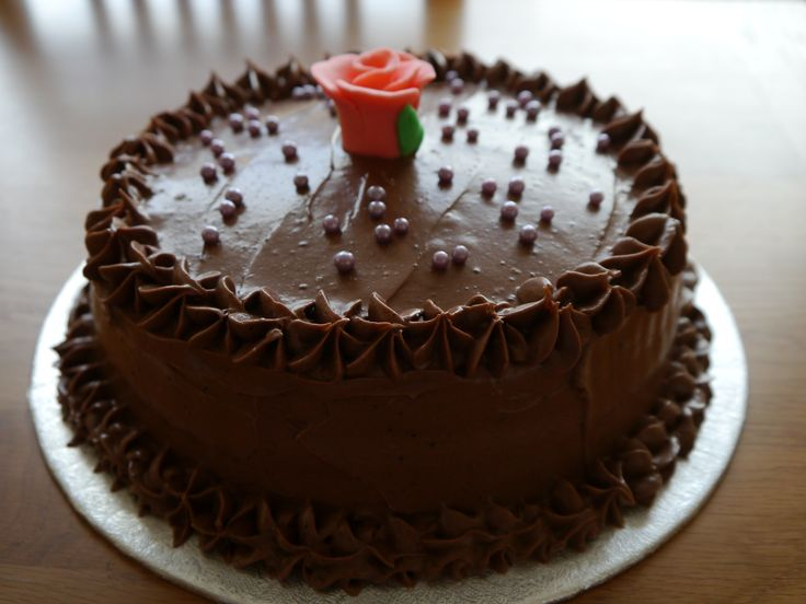 Chocolate cake with fondant rose