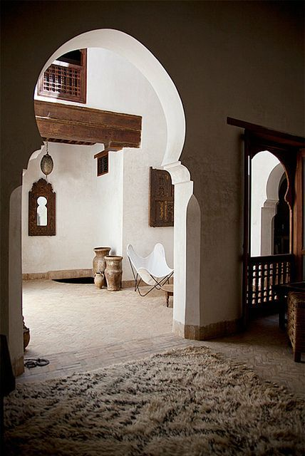 morrocan arches | moroccan arch, beni ourain rug | Moroccan Style
