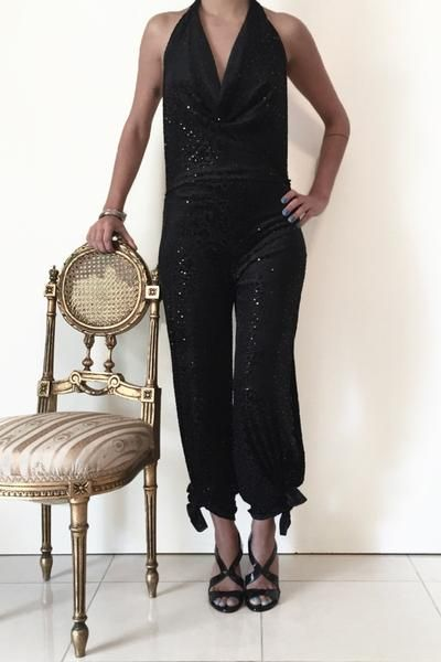 Black velvet jumpsuit for tango events and chic looks #velvettangooutfit #tangoattire #tangocostume
