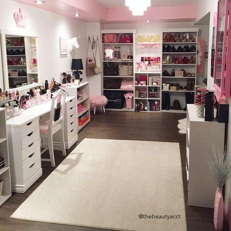 Amazing beauty room | Image credit: https://www.instagram.com/thebeautyacct/ tags: dream home, makeup room