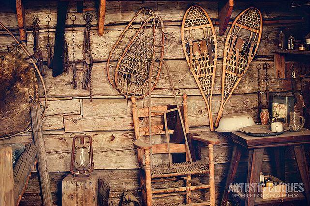 Old trapper cabins inside a trapper cabin 15 365 for Log cabin gunsmithing