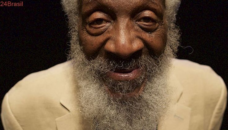 Comediante e ativista pelos direitos civis e animais Dick Gregory morre aos 84 anos