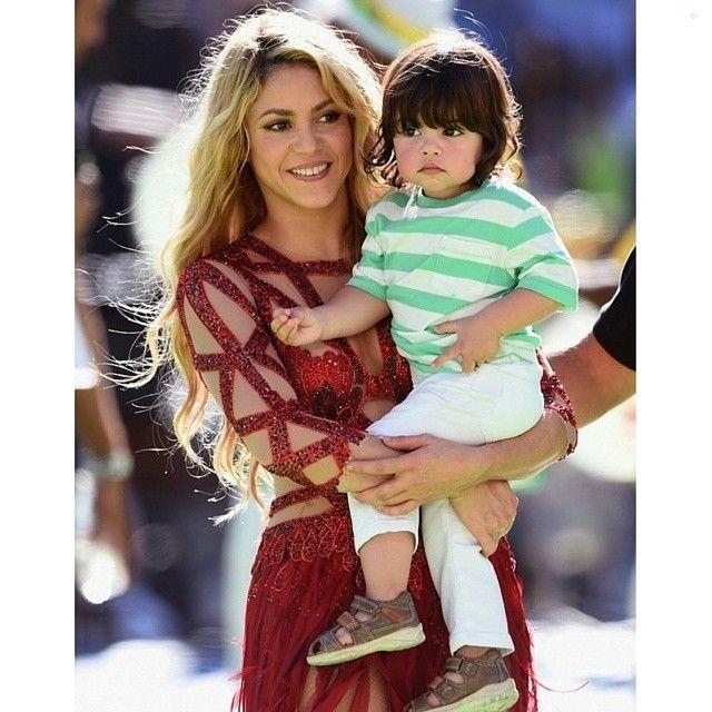 MUAH#shakira #milan #fashion #stylish #style #look #lookbook #lookbooknu #heels #worldcup #performance #blonde #diva #thevoice #stripes #baby #cute #sweet #aww #gorgeous #babyfashion #fashionista #shoes #gown #dress #omg #spain #football #soccer... - Celebrity Fashion