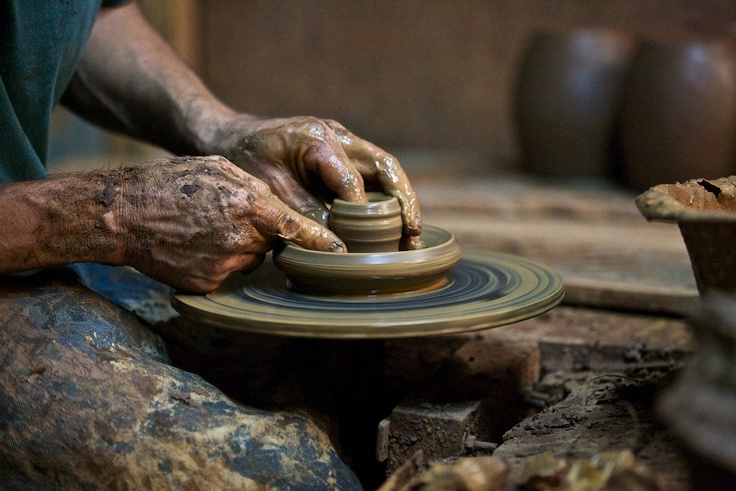 The Pomaire region of Chile is famous for its pottery. One of the most important Chilean Creole cuisine is its clay cooking vessels, which impart a special flavor to the food. #Chile #SouthAmerica #travel