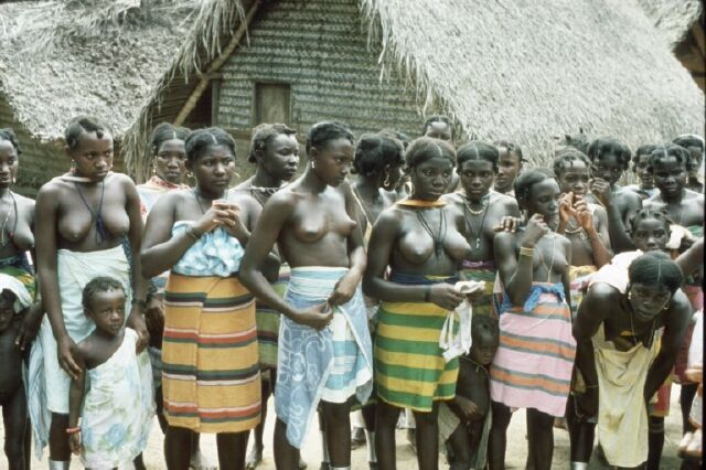 TRIP DOWN MEMORY LANE: SARAMAKA (SARAMACCAN) PEOPLE: THE FEARLESS SURINAME LARGEST MAROON TRIBE. Please double click for article and more photo´s.