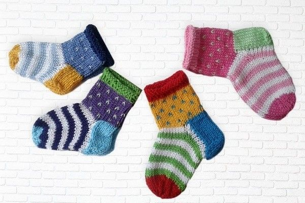 Baby socks Knit instructions for 4 sizes
