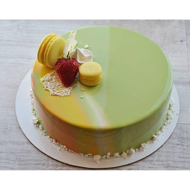 "Торт ""Клубника-лайм-базилик"" по рецепту @vera_nika37  в летнем декоре…"