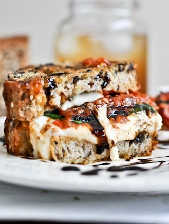 Roasted Tomato Caprese Grilled Cheese with Balsamic Glaze | How Sweet It Is: Sweet, Roasted Tomatoes, Capr Grilled, Tomatoes Caprese, Food, Caprese Grilled, Recipes, Grilled Cheeses, Balsamic Glaze