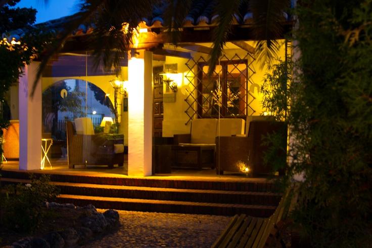 Hotel La Salve - Torrijos (Toledo) - porche al anochecer