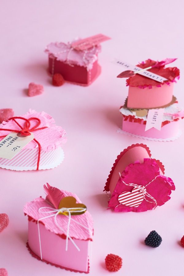 Valentine's Heart Breakable Favors DIY | Oh Happy Day! www.ohhappyday.com