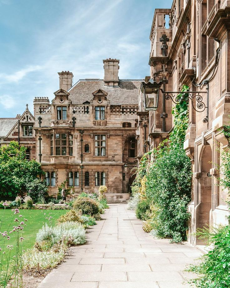 Can we please appreciate how beautiful british colleges are?