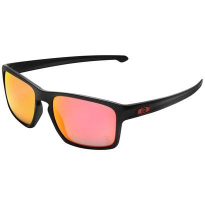 Leve o design elegante atemporal do Óculos Oakley Ferrari Sliver Matte – Iridium com você nos dias ensolarados. Além de proteger, a peça confere visual autêntico de um piloto de automobilismo. | Netshoes