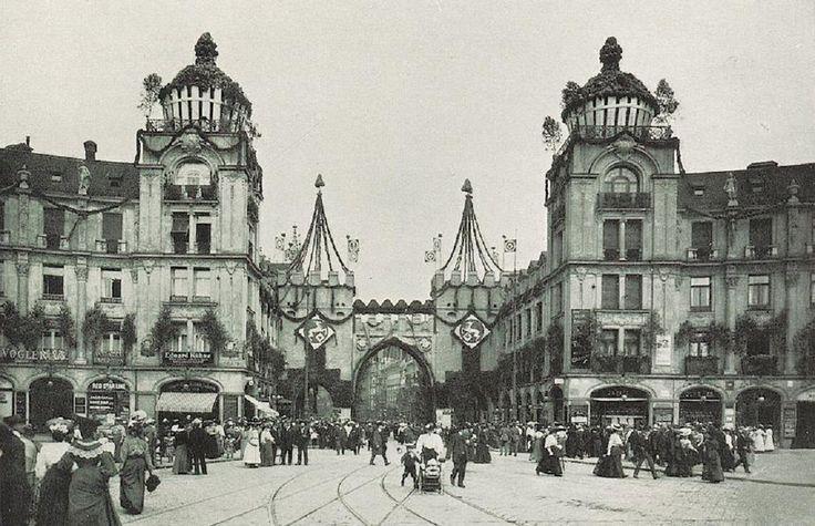 München 1906 im Festschmuck anlässlich des 15. Bundesschießens, Karlstor-Rondell.
