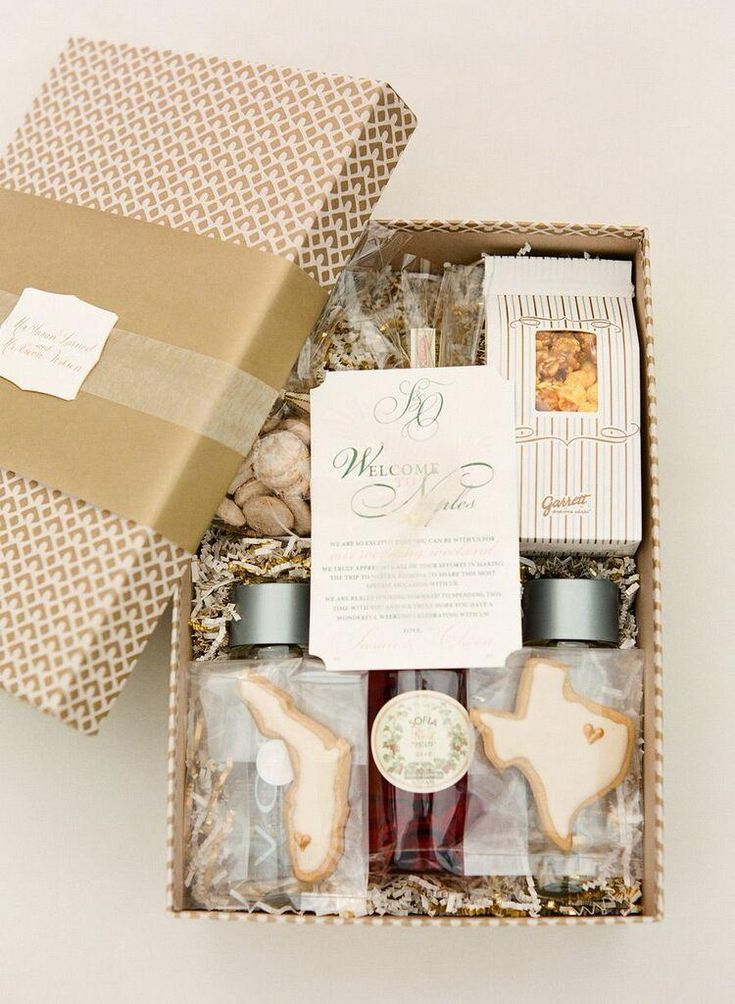 gift for out of town wedding guests; photo: KT Merry