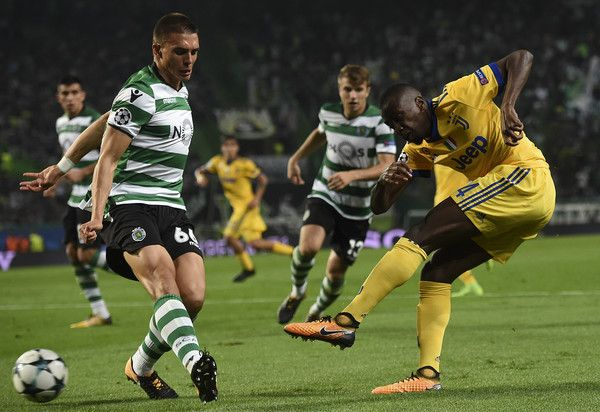 Juventus' French midfielder Blaise Matuidi (R) vies with Sporting's Portuguese midfielder Joao Palhinha during the UEFA Champions League football match Sporting CP vs Juventus FC at the Jose Alvalade stadium in Lisbon on October 31, 2017. / AFP PHOTO / FRANCISCO LEONG