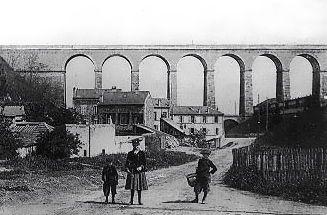 Le viaduc du Val-Fleury, le viaduc de Meudon ou pont Hélène est le premier viaduc ferroviaire réalisé en France. Il fut construit, oct.1838-sept.1840, pour le chemin de fer reliant la gare de Paris-Montparnasse à la gare de Versailles-Rive-Gauche. Il permet la traversée de la vallée du ru d'Arthelon séparant les collines de Meudon de celles de Clamart. Le viaduc de Meudon est construit au-dessus du chemin de fer allant vers Val Fleury, chemin de fer qui a lui-même un viaduc plus réduite.