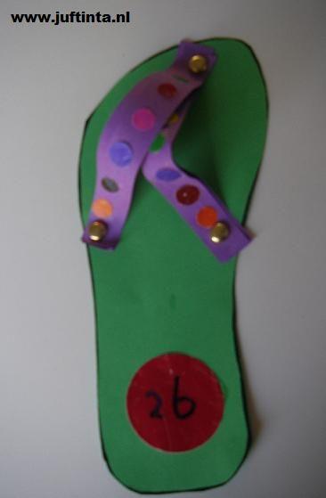Knutsel bij het woord 'teen'. Eventueel voetafdruk op de slipper met verf.