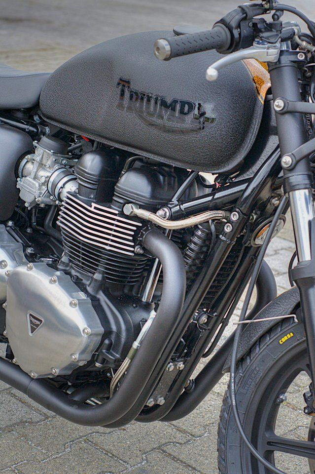 "Racing Cafè: Triumph ""Bonny Black Row"" by Dino Romano"
