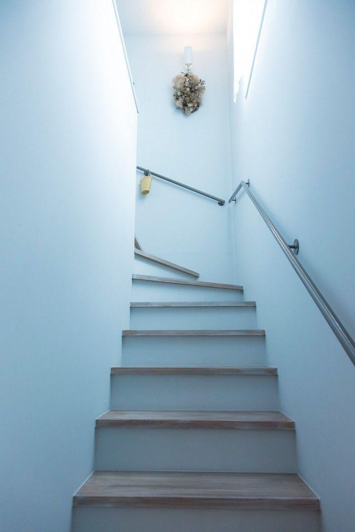 植物とアンティークを暮らしに多肉植物と共生するボタニカルガーデン 階段 マイホーム 玄関