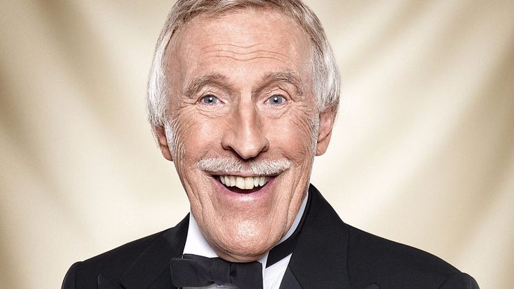 Sir Bruce Forsyth: TV legend dies aged 89 - BBC News #weightlifting