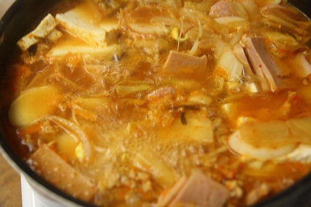 主婦料理企画・韓国料理を作ろう~「プデチゲ」編! プデチゲ 部隊チゲ お鍋 お酒のおつまみ 韓国料理レシピ プデチゲレシピ プデチゲの作り方日本で簡単韓国料理