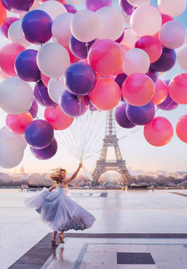 Cette photographe fait le tour du monde pour prendre en photo des filles aux robes sublimes dans des paysages de rêve !