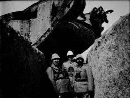 Tedeschi e ottomani col carro armato inglese che hanno messo fuori uso quando hanno attaccato Gaza nella Prima Guerra Mondiale