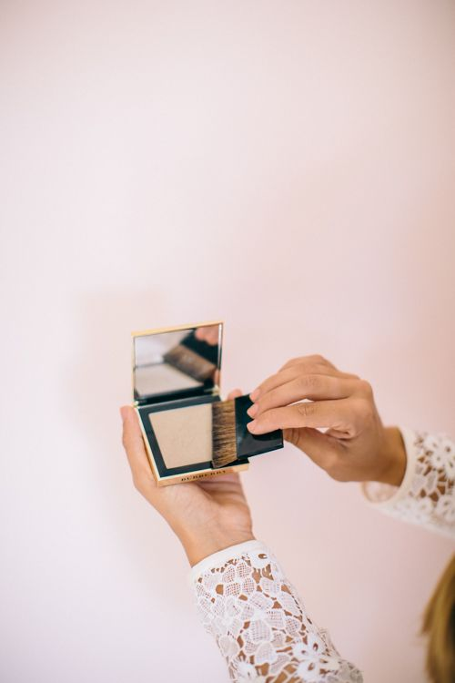 Gal Meets Glam Burberry Beauty, Interview with Makeup Artist Wendy Rowe; Burberry Luminising Powder