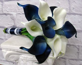 Bouquet de mariée Lys Calla bleu Royal real touch bouquet de