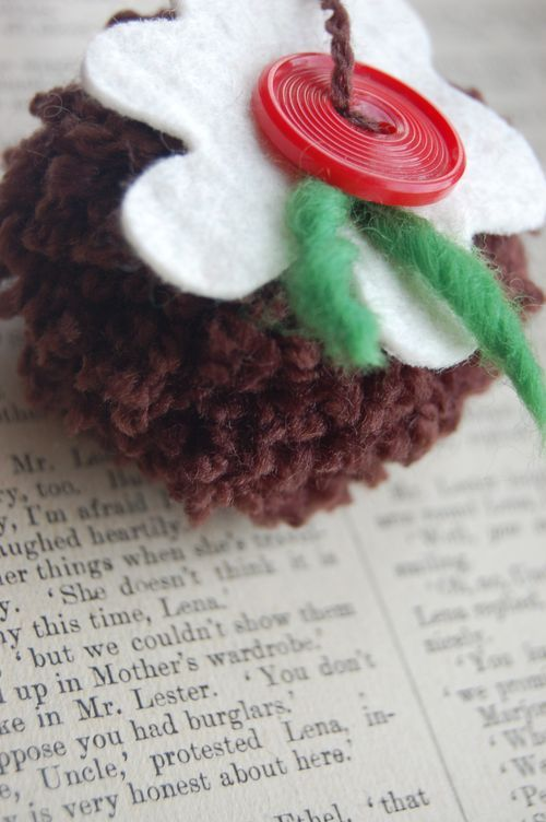christmas pudding pompom!!!!!!!!!! This is brilliant, i'm making it ASAP!