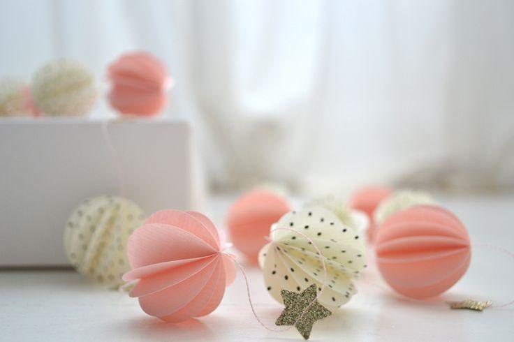 Image of Guirlande sphères rose, étoiles pailletées, sphères pois.