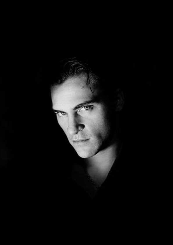 JoaquinPhoenix fotografato da #GregHolz | Bianco e nero, Fotografie in  bianco e nero, Ritratti