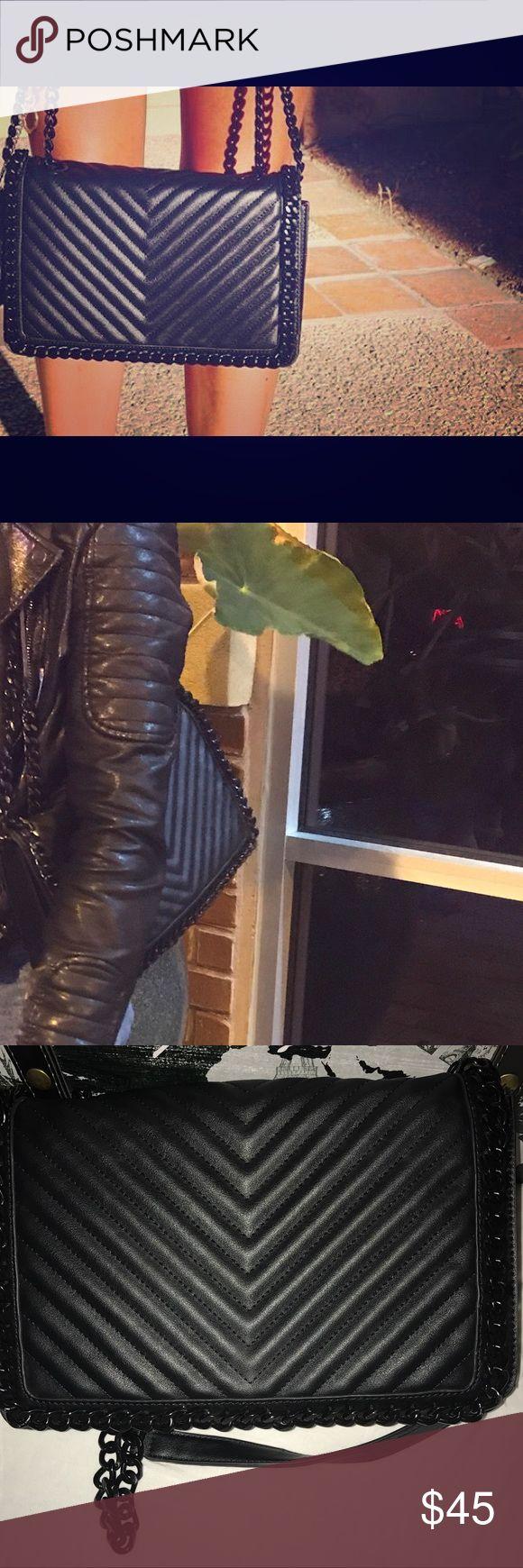Aldo purse Stylish chained sling bag. Very spacious. Used a few times but looks very new. #stylish #cute #bag #aldo #purse #black Aldo Bags Crossbody Bags