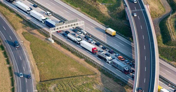 Aktuell! Verkehr - Baustellen Unfälle Transit: 2016 war ein Stau-Rekordjahr - http://ift.tt/2iB9Sxo #story