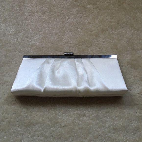 White bridal clutch Jessica McClintock white bridal clutch with metal chain. Used once. Jessica McClintock Bags Clutches & Wristlets