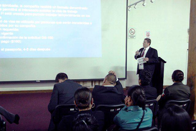 """CLAUSURA DAM CURSO-TALLER SOBRE MIGRACIÓN       Con la participación de personal de la Embajada de Estados Unidos en México, se llevó a cabo la clausura del curso-taller """"Migración en el contexto municipal, una alternativa de desarrollo local"""", que organizó el Gobierno del Estado, a través de la Dirección de Atención a Migrantes (DAM)."""